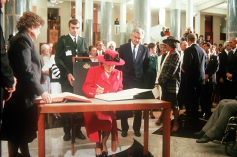 9 May 1988, Queen Elizabeth II opened the permanent Parliament House in Australia's Canberra