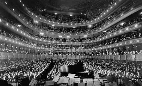 800px-Metropolitan_Opera_House,_a_concert_by_pianist_Josef_Hofmann_-_NARA_541890_-_EditFull house at the old Metropolitan Opera House, New York City for a concert by pianist Josef Hofmann. November 28, 1937.