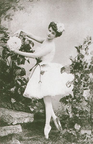 Lubov Egorova in the title role of the choreographer Marius Petipa's and the composer Cesare Pugni's ballet The Blue Dahlia, 1905.