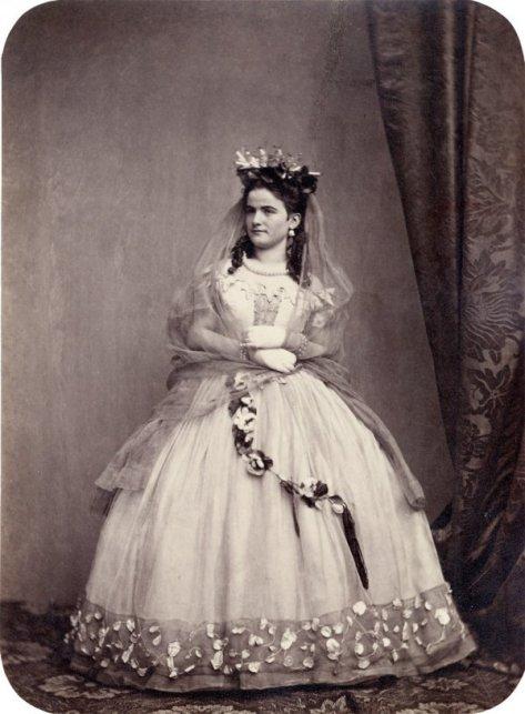 Portraits of participants of the 'MÄrchenball' von Jung-München in costume. 1862.5