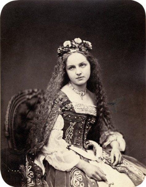 Portraits of participants of the 'MÄrchenball' von Jung-München in costume. 1862.