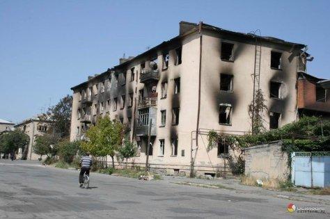 Tskhinval_after_Georgian_attack4Battle of Tskhinvali