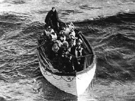 The RMS Carpathia arrives to rescue Titanic survivors
