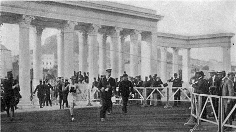 THE_FINISH_OF_THE_MARATHON_RACE1906