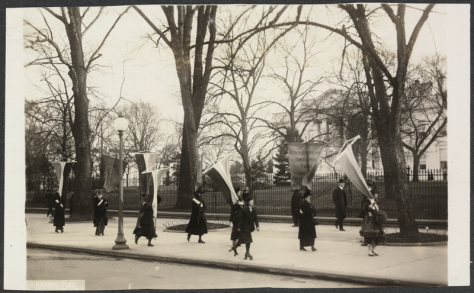 800px-1917_Maryland_Suffragettes_picket_White_House