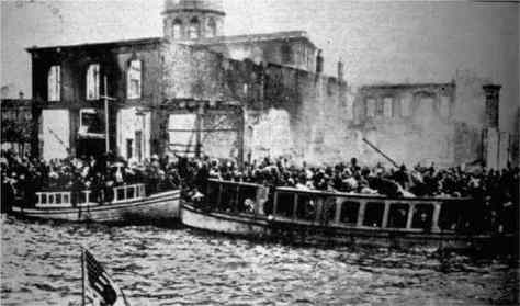 Smyrna citizens trying to reach the Allied ships during the Smyrna massacres, 1922