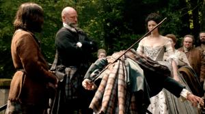 Outlander 1x07 The Wedding Jamie Bow