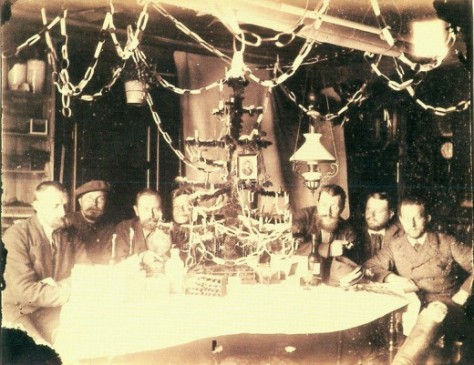 Christmas 1882 (n. V. Li. R.) In the station of the German Polar Commission