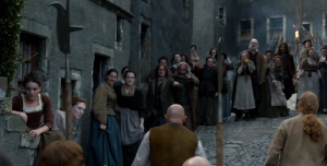 Outlander 1x11 Crowd Sonya Heaney