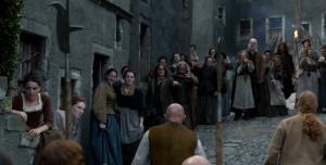 Outlander 1x11 Crowd Sonya Heaney