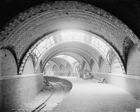 On the 27th of October, 1904, New York's first subway line opened. It came three and a half decades after the city's first elevated train was run.751px-City_Hall_Subway_station