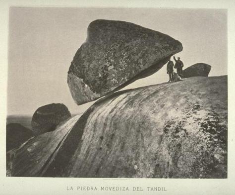 El 29 de febrero de 1912 se derrumbó en Tandil la famosa piedra movediza. Esa tarde a las 17, sin que nadie pudiese explicarlo, soplaba una brisa muy suave.