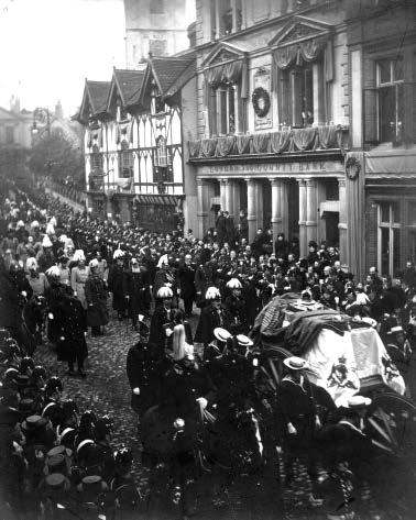 the Funeral Cortège passes the London and County Bank in the High Street. Queen Victoria's funeral. 2nd February 1901.