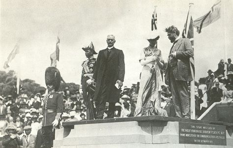 800px-Naming_of_city_of_canberra_capital_hill_1913The ceremony for the naming of Canberra, 12 March 1913. Prime Minister Andrew Fisher centre. To his right is the Governor-General, Lord Denman, and to his left, Lady Denman.