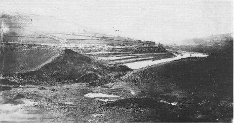 Great_Sheffield_FloodPhotograph of the Old Dale Dyke reservoir embankment, shortly following its collapse in March 1864.