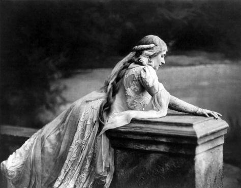 Mary Garden as Méĺisande in Debussy's Pelléas et Méĺisande 4th April 1908