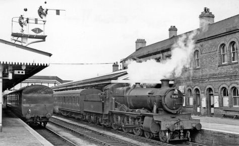800px-Oswestry_railway_station_geograph-2510794-by-Ben-BrooksbankDown stopping train at Oswestry. 12th April 1960.