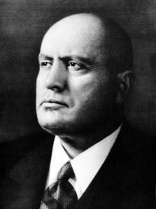 Mussolini_biografiaBenito Mussolini