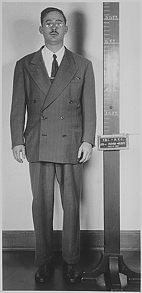 Julius_Rosenberg_mugshotPolice booking photograph of Julius Rosenberg after his arrest.