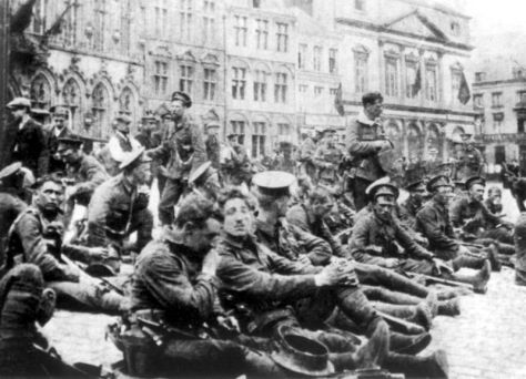 800px-4th_Bn_Royal_Fusiliers_22_August_1914 A Company of the 4th Battalion, Royal Fusiliers (9th Brigade, 3rd Division) on 22 August, 1914, resting in the square at Mons, Belgium, the day before the Battle of Mons.
