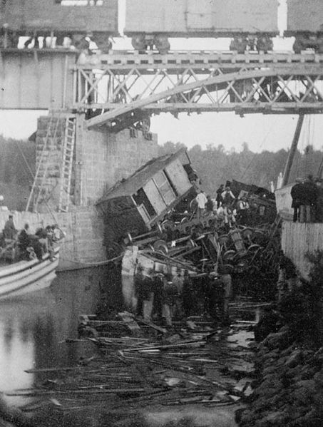 453px-beloeil_bridge_train_accident_1864on-the-29th-of-june-1864-a-train-in-quebec-canada-fell-through-an-open-swing-bridge-and-into-the-richelieu-river