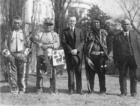 786px-1924_indian_citizenship_actu-s-president-calvin-coolidge-with-four-osage-indians-after-coolidge-signed-the-bill-granting-indians-full-citizenship-2nd-june-1924