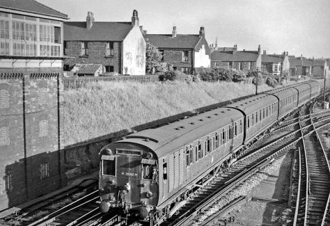 800px-Aintree_Sefton_Arms_station_geograph-2387124-by-Ben-BrooksbankAintree Sefton Arms railway station England Britain photographed on the 12th of June, 1959.