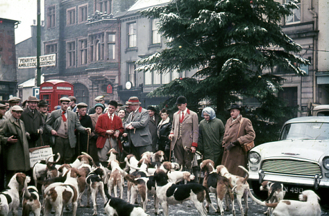 keswick-boxing-day-hunt-market-square-cumbria-lakes-district-england-1962-26th-december-1962