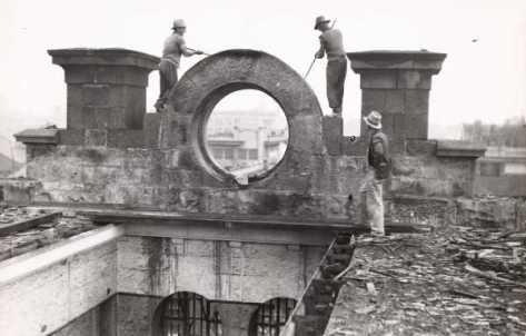 melbourne_gaol_demolitiondemolition-of-the-old-melbourne-gaol-19-april-19-1937