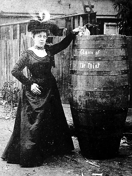 450px-queen-of-the-miston-her-sixty-third-birthday-on-the-24th-of-october-1901-annie-edson-taylor-became-the-first-person-to-survive-a-trip-over-niagara-falls-in-a-barrel-us
