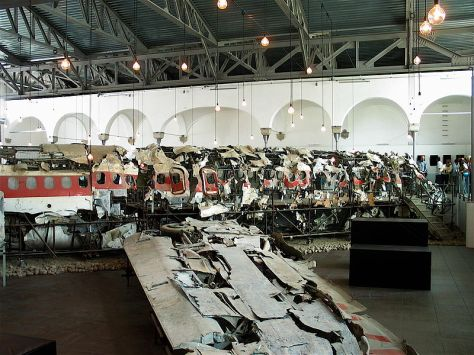 800px-museo_usticaremains-of-the-plane-at-the-museum-for-the-memory-of-ustica-bologna-italy-2007