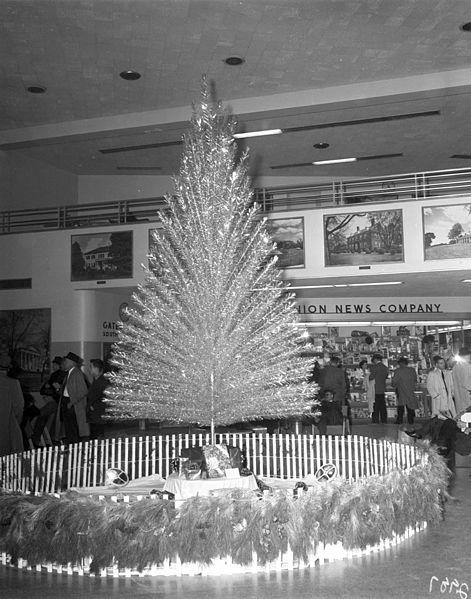 byrd_airport_christmas_tree_lighting_3595197717byrd-airport-christmas-tree-lighting-adolph-b-rice-studio-15th-december-1960