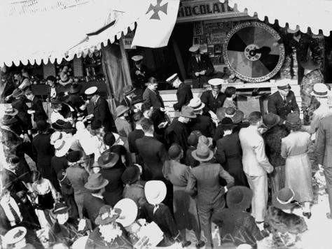 chocolate-wheel-at-the-ambulance-stall-exhibition-ground-brisbane-1938-ambulance-service-chocolate-wheel-draws-a-large-crowd-at-the-ekka-on-29-april-1938