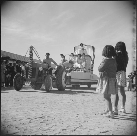 gila-river-relocation-center-rivers-arizona-one-of-the-floats-in-the-thanksgiving-day-harvest-festival-usa-26th-november-1942