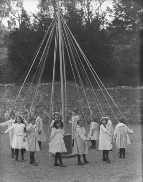p_wp_1898_maypole_dance_1909children-at-play-a-maypole-dance-co-waterford-27-april-1909-nli-pwp1898