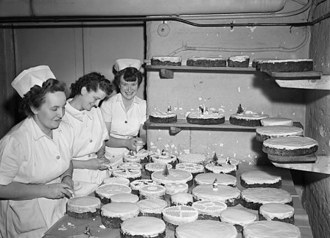 shrewsbury_royal_infirmary_christmas_cakes_and_decorations_15987432821-1st-december-1950
