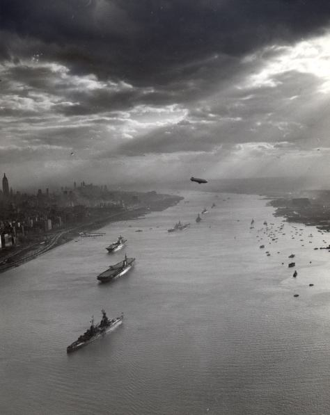 tugboats-and-u-s-navy-warships-pictured-in-the-hudson-river-with-the-new-york-city-skyline-in-the-background-for-the-navy-day-celebrations-on-27-october-1945