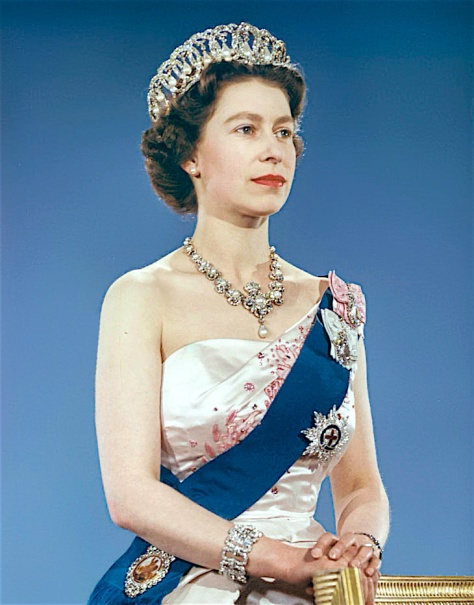 Queen_Elizabeth_II_1959 Queen Elizabeth II Vladimir Tiara, Queen Victoria Jubilee Necklace, the blue Garter Riband, Badge and Garter Star and the Royal Family Orders of King George V and
