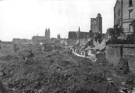Magdeburg, Blick auf die zerstörte Altstadt