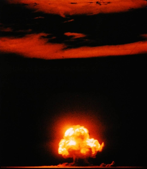 This famous colour photograph by Jack Aeby captured the first detonation of a nuclear weapon on the 16th of July, 1945. The event occurred in New Mexico in the United States.