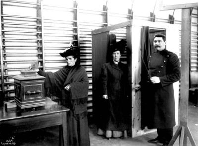 At the parliamentary election in 1909, women of the bourgeoisie and middle class were entitled to vote for the first time.