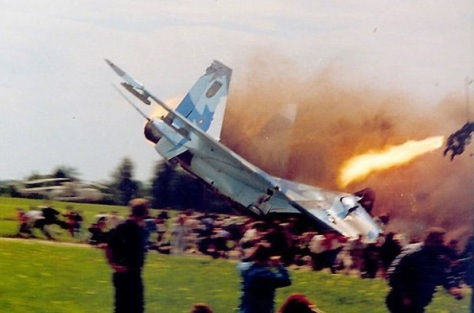 OTD in 2002, the #Sknyliv airshow disaster occurred near Lviv. A Su-27 crashed into the crowd killing 77 incl 23 children. 543 were injured. Ukraine..