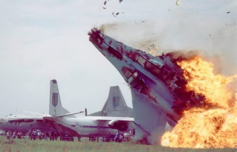 OTD in 2002, the #Sknyliv airshow disaster occurred near Lviv. A Su-27 crashed into the crowd killing 77 incl 23 children. 543 were injured. Ukraine...