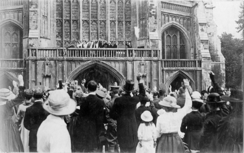 Fourth_Anniversary_of_Outbreak_of_WarOn 4th August 1918 a crowd has gathered before the west front of Winchester Cathedral. Mark the fourth anniversary of the outbreak of the First World