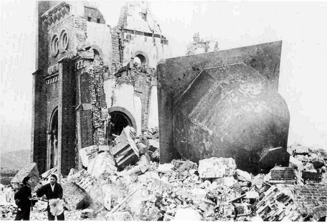 UrakamiTenshudoJan1946Urakami Tenshudo (Catholic Church in Nagasaki) destroyed by the atomic bomb, the bell of the church having toppled off. 7th January 1946.