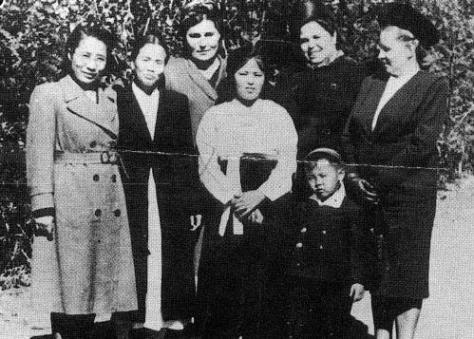 Heo_Jong-suk_and_Kim_Jong-suk_ather_in_Pyongyang Heo Jong-suk and Kim Jong-suk 1948.