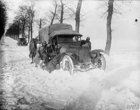 The French Army on the Western Front First World War 1914 - 1918 A French motor lorry snowed-up on the Hesdin-Saint-Pol road, 17 December 1917.