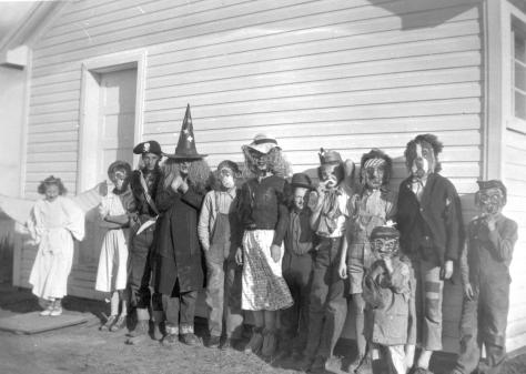 Children_in_Halloween_costumes,_Little_Smoky_River_Farm_Industries_settlement_(22624926021)