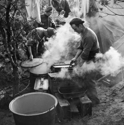Royal_Artillery_cooks_preparing_Christmas_dinner_near_Geilenkirchen,_Germany,_25_December_1944__B13139 Second World War Two Black and White Christmas Day Vintage