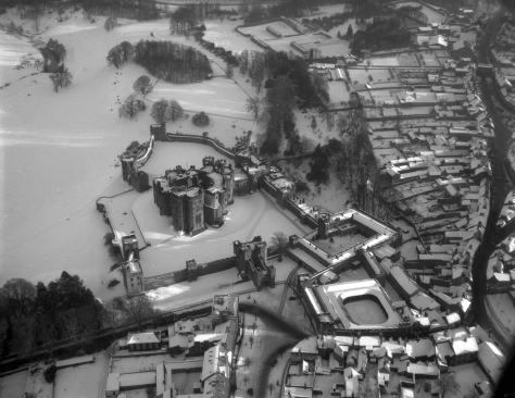 Aerial_view_of_Alnwick_Castle,_1959_(16130432047)